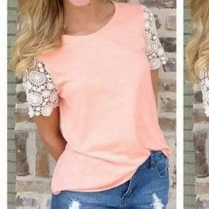 🎉Lace Sleeved Top!